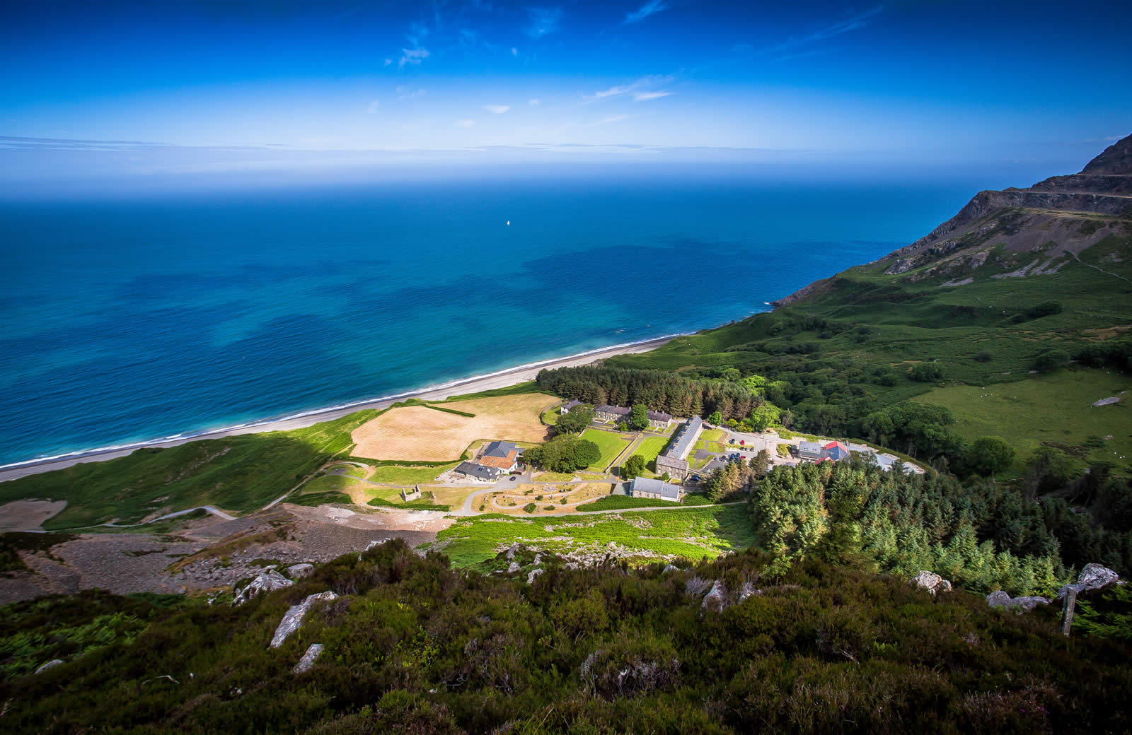 Nant Gwrtheyrn - Welsh Language Courses, Weddings, Self catering